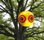 scare-eye-tree
